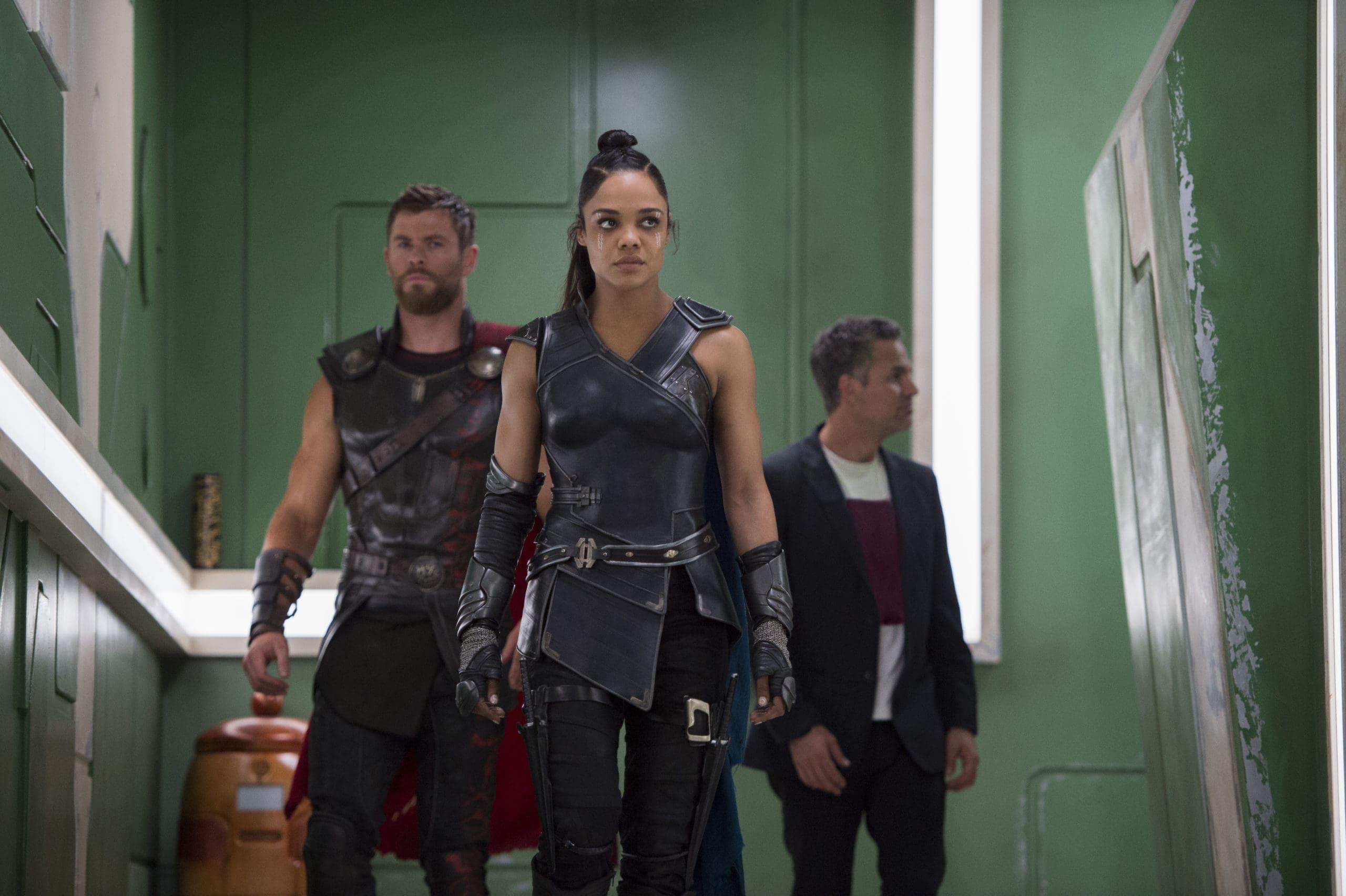 Marvel Studios' THOR: RAGNAROK..L to R: Thor (Chris Hemsworth), Valkyrie (Tessa Thompson) and Bruce Banner/Hulk (Mark Ruffalo)..Ph: Jasin Boland..©Marvel Studios 2017