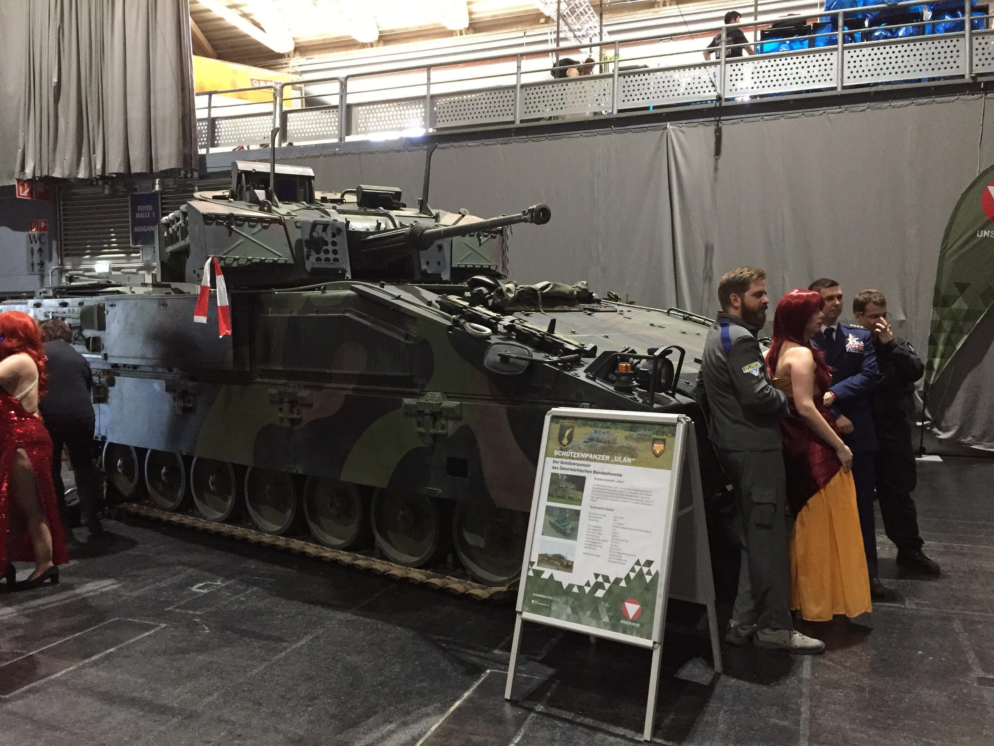 Die Panzer des Österreichischen Bundesheers dienten als toller Foto-Hintergrund