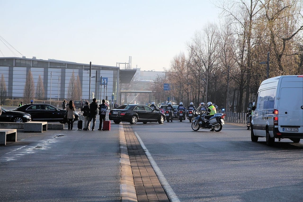 Angela Merkel und David Cameron besuchen die CeBIT. Wie gut, dass kaum Aufwand deshalb betrieben wird!