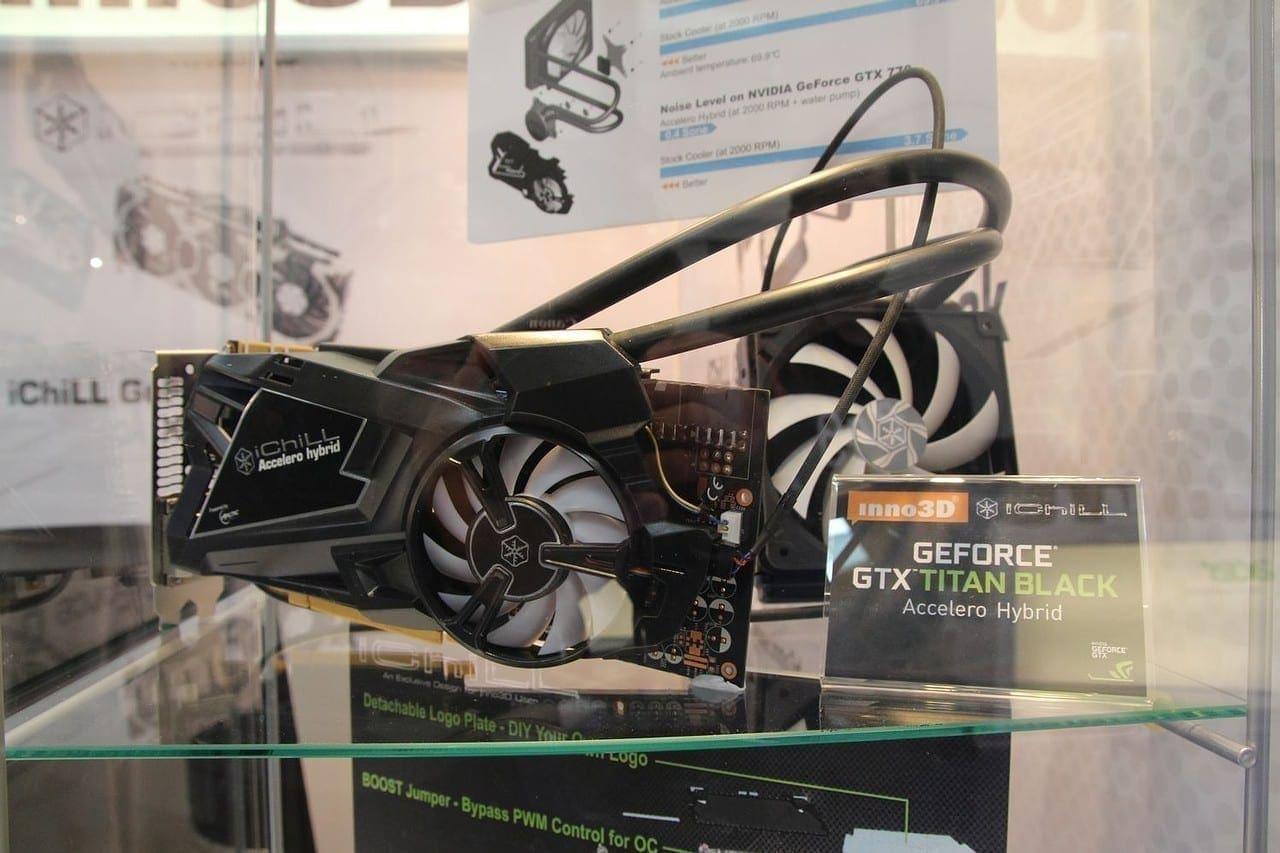 GTX Titan Black mit All-In-One-Wasserkühlung von iChill.