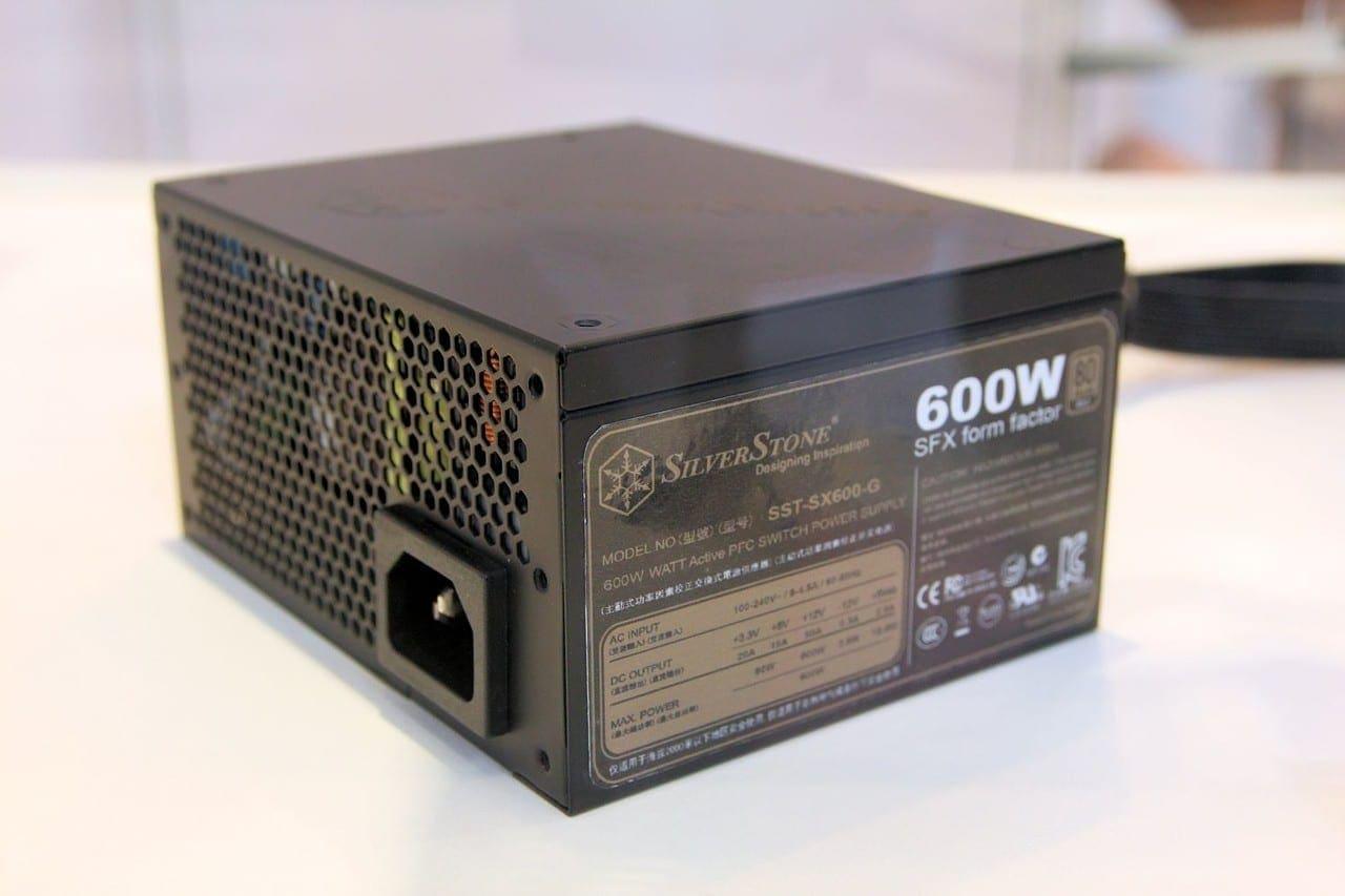 Interessantes SFX-Netzteil: 600 Watt und modulares Kabelmanagement für kompakte Formfaktoren.