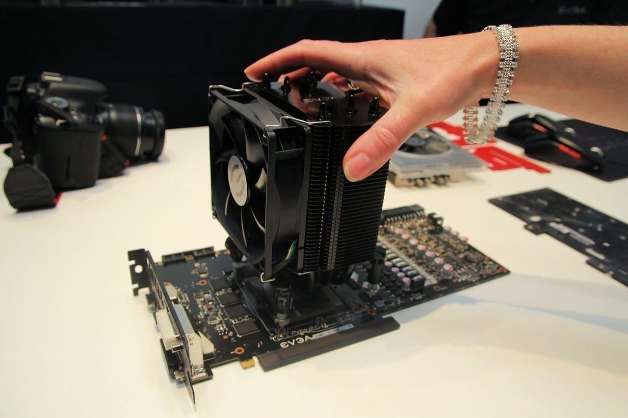 Unser Vorschlag für einen Custom-Kühler der GTX 780 Ti Kingpin Edition. Wir werden eine Rechnung stellen, EVGA!